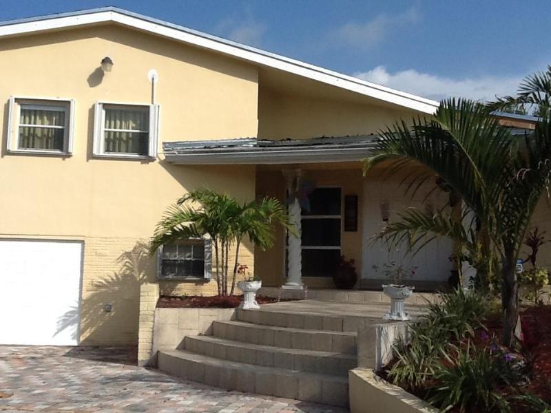 beautiful slip level house in plantation - Image 1 - Plantation - rentals