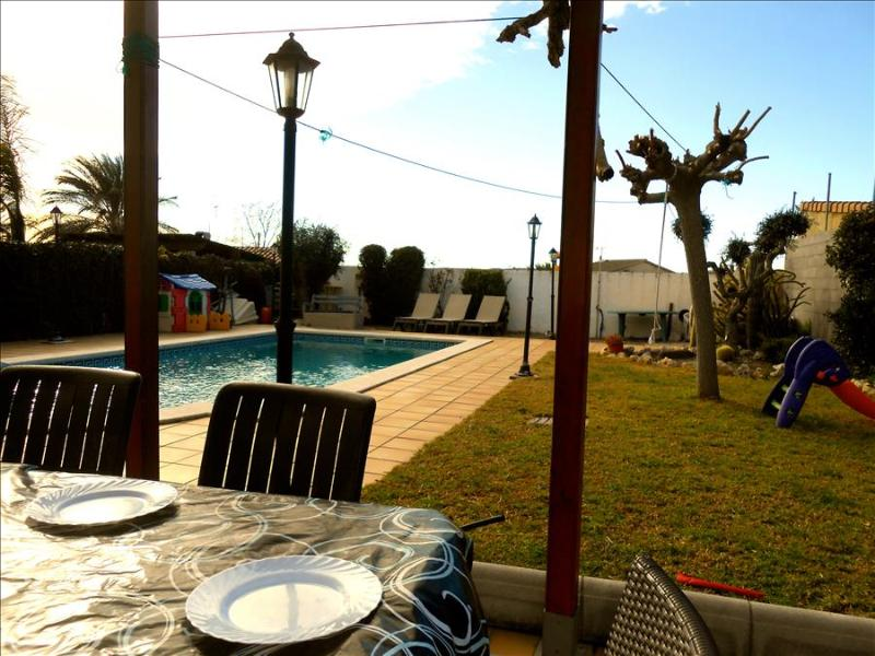 Enlightening Oasis villa for 8 guests, just 3km from the beaches of Costa Dorada - Image 1 - El Vendrell - rentals