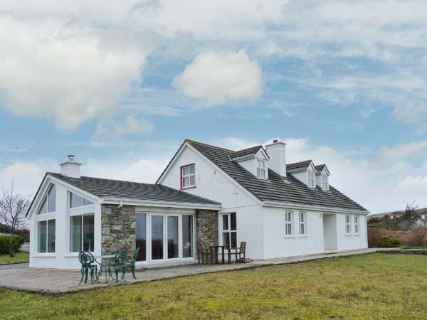 ROUNDSTONE, detached cottage, four bedrooms, open fire, woodburner, enclosed garden, in Tully, Ref 905639 - Image 1 - Tully - rentals