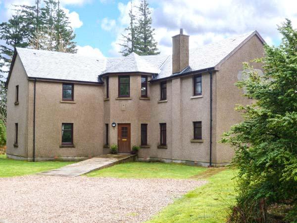 KEIL VIEW HOUSE, indoor swimming pool, sauna, garden, en-suites, open fire, fishing, close Fort William Ref 906090 - Image 1 - Fort William - rentals