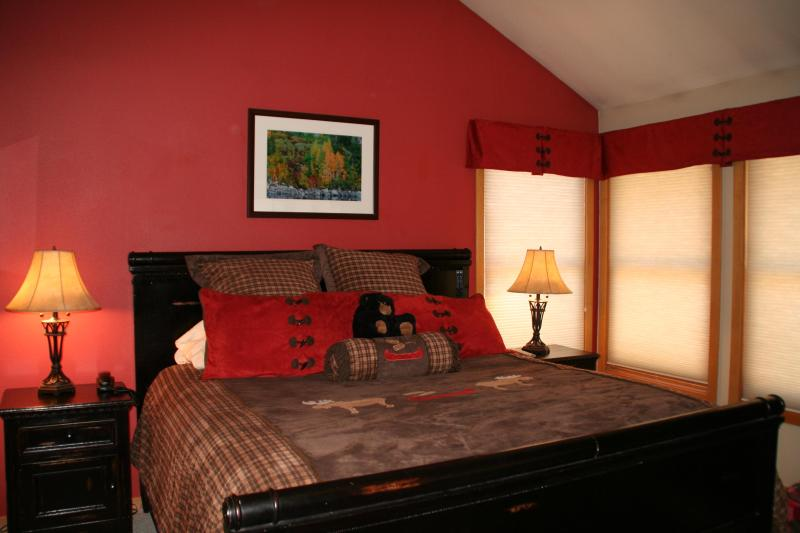 Master Bedroom - Snowcreek V Beautiful Views, Peaceful Tranquility. - Mammoth Lakes - rentals