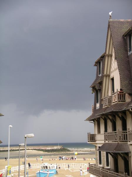 View from the living room - Trouville: Nice 3 bdr apartment sea view, downtown - Trouville - rentals