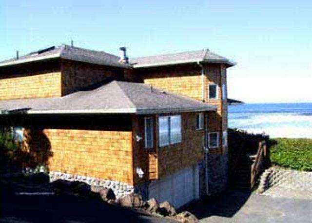 Beachfront Newer Home Overlooking the Ocean, with Wifi - Image 1 - Lincoln City - rentals