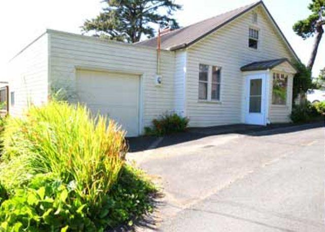 Ocean View Love Nest - Image 1 - Lincoln City - rentals