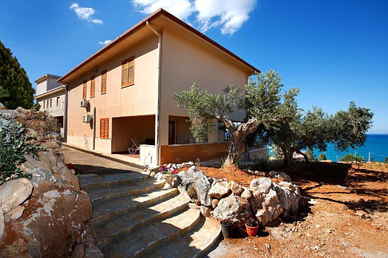 Rinova Vacation Villa's Rental - Image 1 - Castellammare del Golfo - rentals
