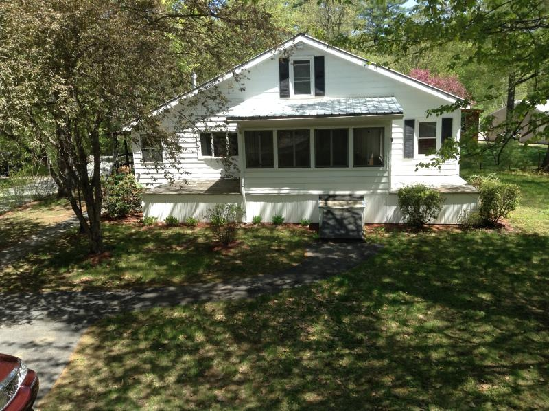 Home in the Adirondacks - Adirondack Mountains - near Saratoga & Lake George - Lake Luzerne - rentals