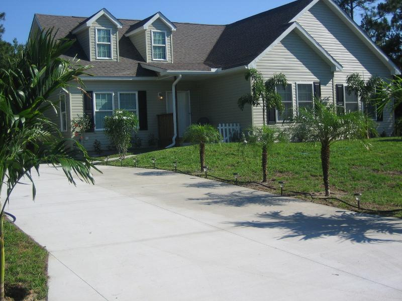 Front of House - Sunny Comfortable Country Home - Close to Warm Mineral Springs - North Port - rentals