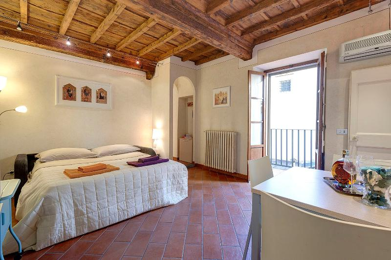 Apartment Cupolone Tuscan Vacation Rental in Florence - Image 1 - Florence - rentals