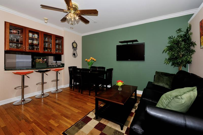 Living Area - Times Square 3 Bed 2 Bath - New York City - rentals