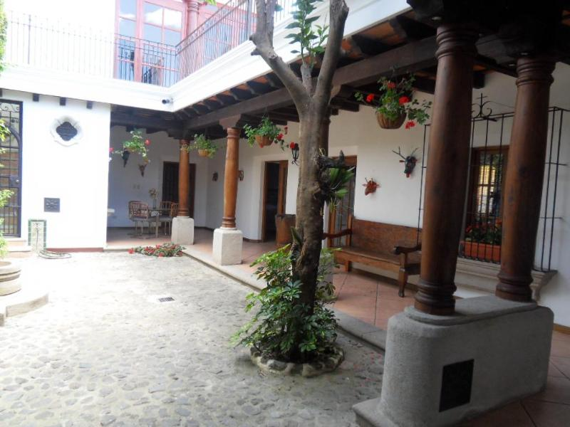 Open Courtyard - BEAUTIFUL colonial house in Callejon del Calvarion area, Antigua Guatemala  (2248sq ft/3bd/3bath) - Antigua Guatemala - rentals