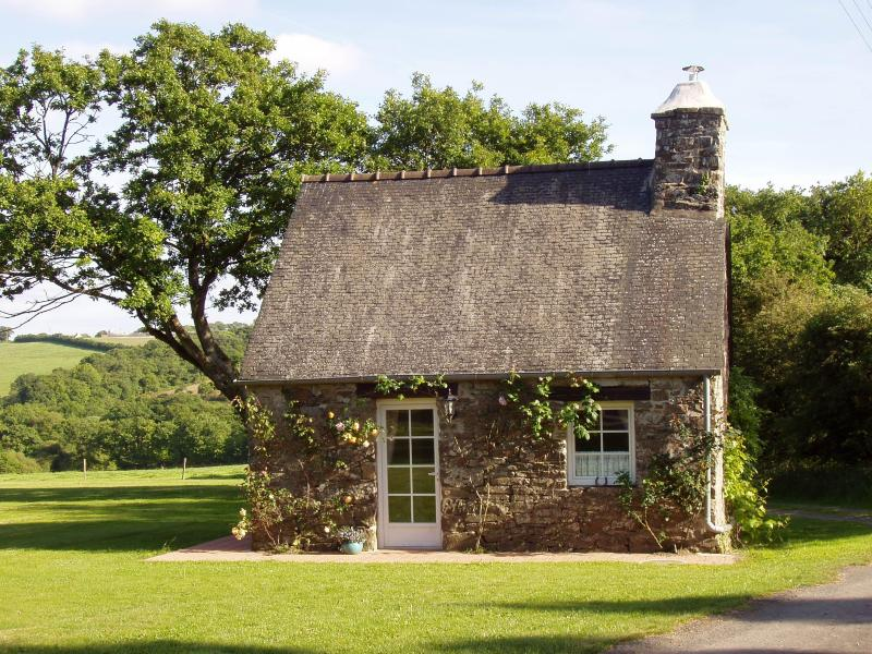Front of Wisteria - Wisteria Cottage - Our Cosy and Romantic Hideaway. - Duault - rentals