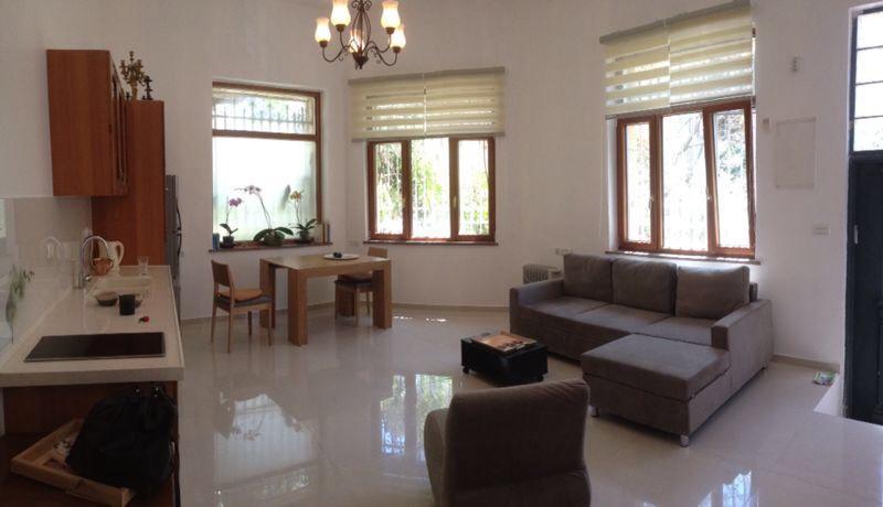 Kitchen, dining area, Salon - White Orchid Suite (ground floor on a quiet side s - Jerusalem - rentals
