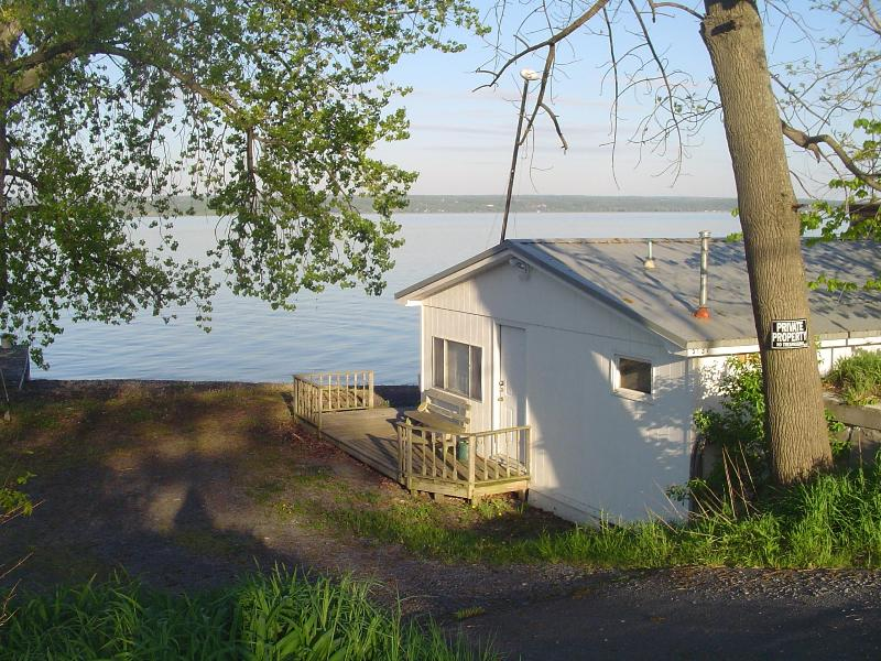 View of our cottage from Route 89 - Lakeshore Winery Cottage - Romulus - rentals