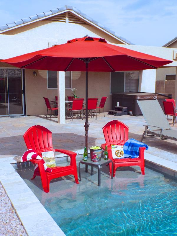 Relax Pool Side - Relaxing 3bd 2ba Ranch Home CLOSE TO EVERYTHING! - Gilbert - rentals