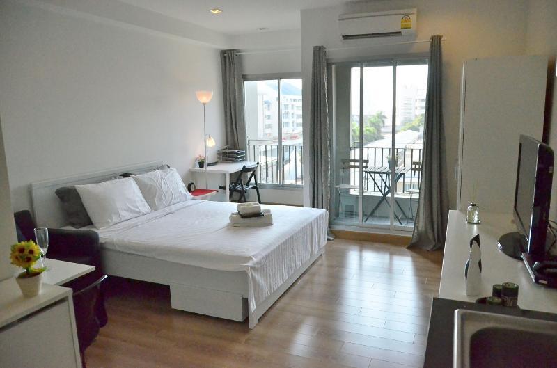 Bangkok New & Cozy Condo @ Shopping Areas BTS Siam - Image 1 - Bangkok - rentals