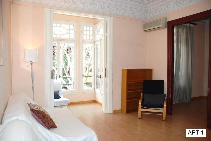 Barcelona center Tetuan apartment (Tetuan) - Image 1 - Barcelona - rentals