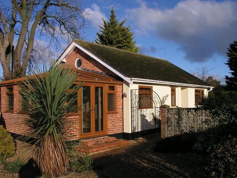 BALCOMB BUNGALOW Front - Detached Modern Spacious  Bungalow - Lowestoft - rentals