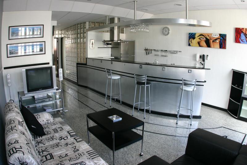 (1-28) Luxury 1 bedroom with balcony in Copacabana - Image 1 - Rio de Janeiro - rentals