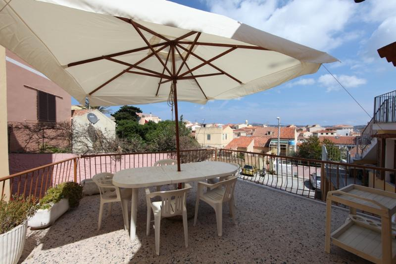 25 m2 terrace on the rooftops of the village old town - 3-room with a beautiful terrace 50m from harbor - La Maddalena - rentals
