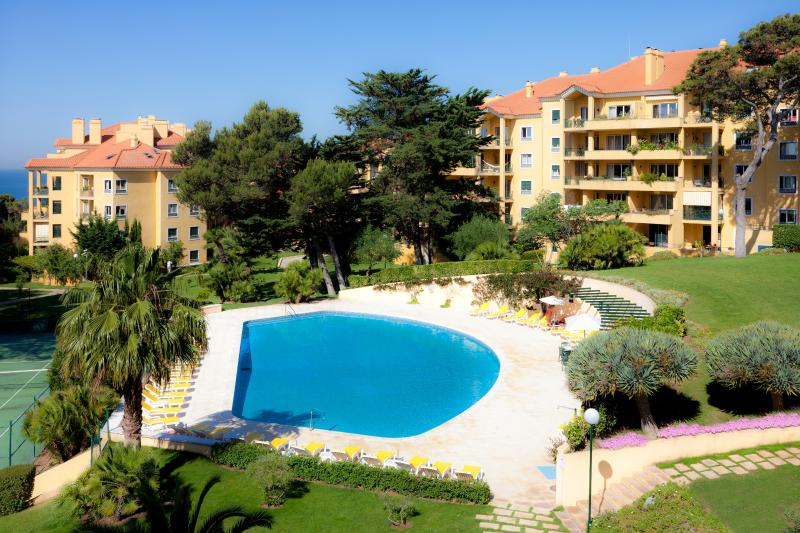 Garden and swimming pool - A nice place for nice people in Estoril - Estoril - rentals