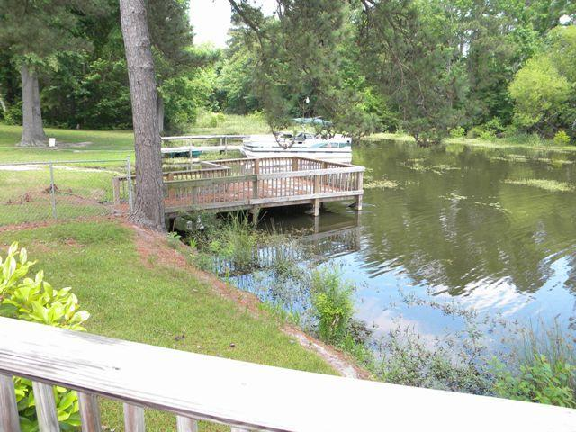 Waterfront with a pool - Image 1 - Summerton - rentals