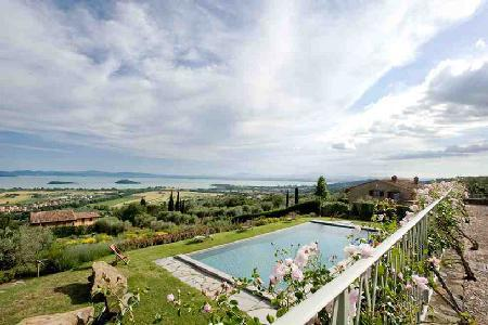 Superb Lake view Casale La Caprara offers a fireplace, pool and alfresco dining - Image 1 - Cortona - rentals
