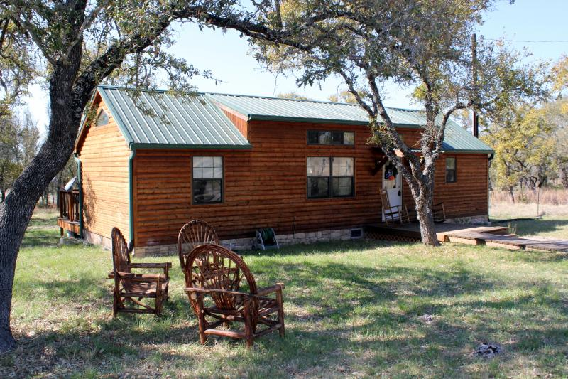 Front of the cabin - Cozy Rustic Cabin on the 290 Wine Trail - Johnson City - rentals