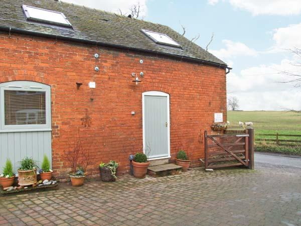 KIPPER'S CORNER, cosy barn conversion, romantic retreat, dog-friendly, walks from door, in Doveridge, Ref 19707 - Image 1 - Uttoxeter - rentals