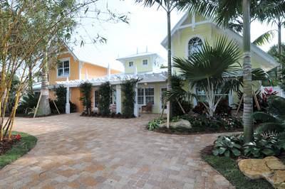 Front of Flip - Flip Cottage - Holmes Beach - rentals