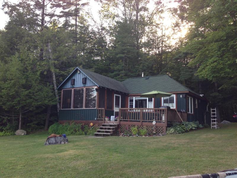 Cozy 3 Bedroom Lakefront Cottage in Muskoka - Image 1 - Muskoka - rentals