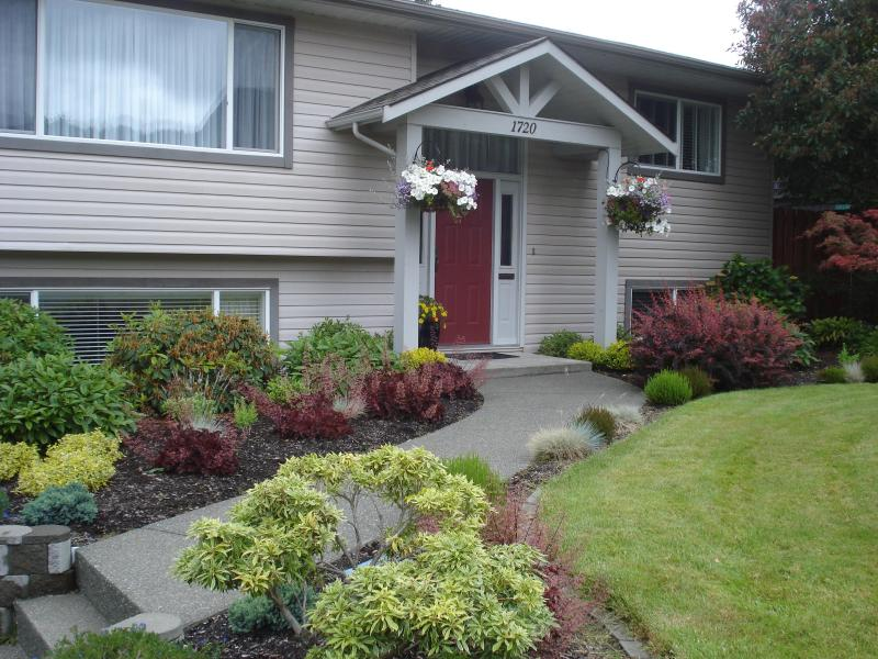 Main House From Street - Cozy Courtenay Garden Suite - Courtenay - rentals