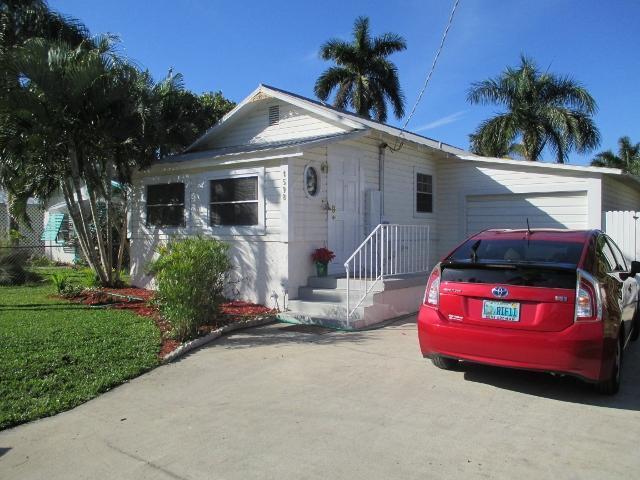 front of cottage + parking and garage - Pelican Cottage, Cortez, FL - Bradenton - rentals