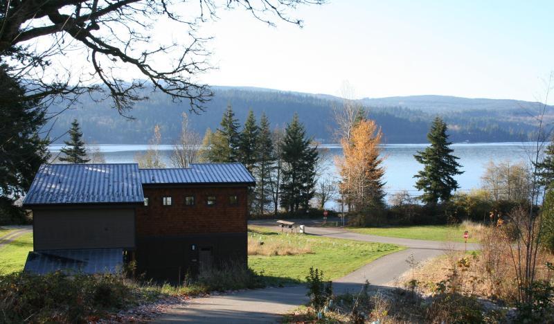 House in surroundings - Northwest Modern - Bellingham - rentals