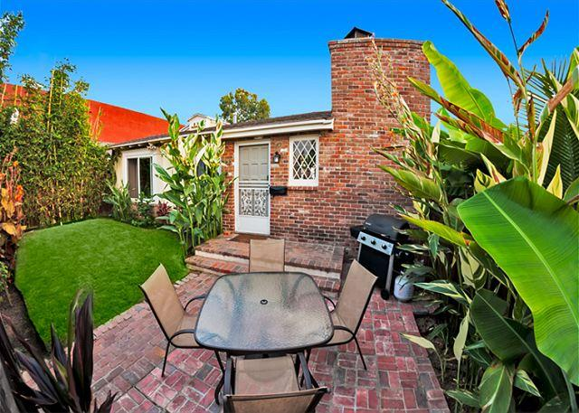 Charming Windansea Beach Cottage with private yard - Image 1 - La Jolla - rentals