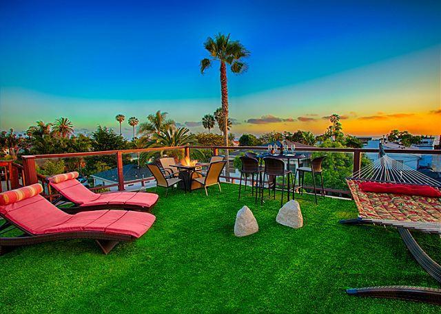 Tropical Hideaway - private hot tub, ocean view roof deck, & game room - Image 1 - La Jolla - rentals