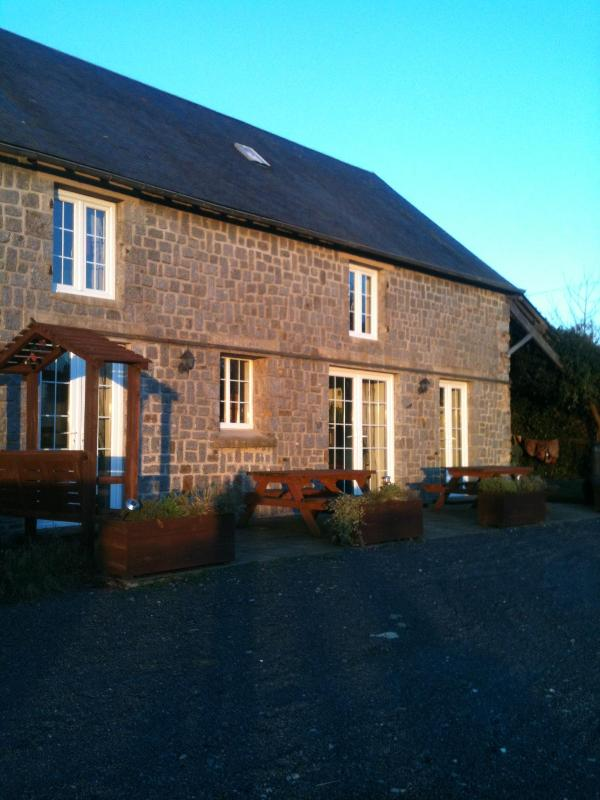 Spacious Farmhouse - Self Catering Farmhouse 5kms Mortain, Normandy, - Romagny - rentals