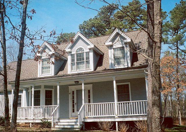 Front of House - NICHJ - Tashmoo Cove, Walk to Association Beach, Tennis and Pool, Central Air, WiFi - Vineyard Haven - rentals