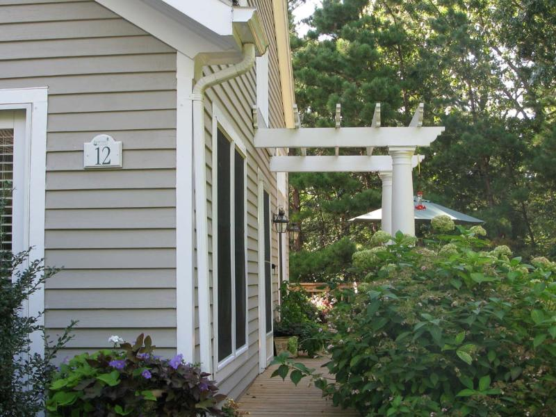 Exterior of Condo - SAVAJ -  LUXURIOUS TOWNHOUSE,  ASSOCIATION  POOL  and TENNIS,  AC , WIFI - Vineyard Haven - rentals