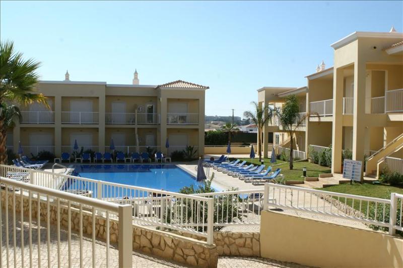 2 Bedroom Apartment near Galé Beach & Salgados Beach - ALBUFEIRA - REF. JVPR109133 - Image 1 - Albufeira - rentals