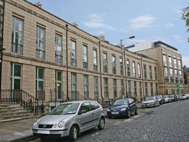 The apartment development is in an elegant Georgian crescent - E1986 - Broughton - rentals