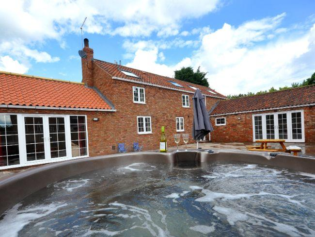 View towards property with hot tub - BUMBL - Skipsea - rentals