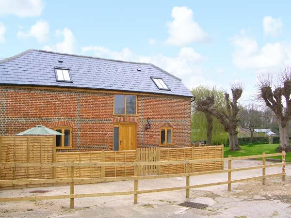 THE OLD STABLE, detached barn conversion, quality accommodation, en-suite, close to many attractions, near Botley, Ref 30475 - Image 1 - Hedge End - rentals