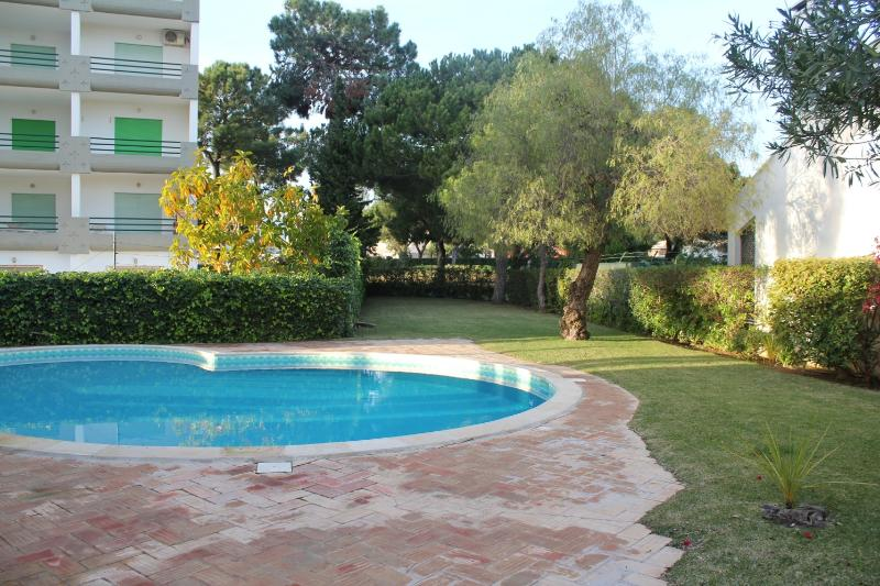 Pool and garden - GOLF Atlantico T-2 Duplex with pool in Vilamoura - Vilamoura - rentals