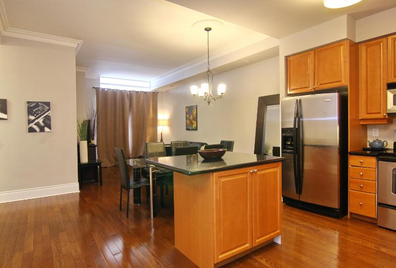 Penthouse - 3br - Hotel Alternative - Square One - Image 1 - Mississauga - rentals