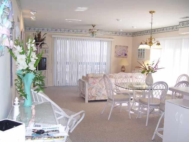 Family Room - Brigantine Beach Condo Rental Unit 108 - Brigantine - rentals