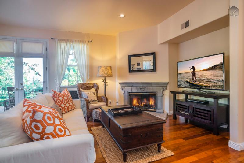 "The first floor great room has a Samsung 55"" flatscreen TV, DVD player, gas fireplace, breakfast nook, and access to the outdoor patio. - Elegant living with an ocean view in the heart of the Mesa - Casa Turquesa - Santa Barbara - rentals"