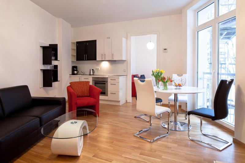 Central - opposite HUGE PARK + BALCONY -  sleeps 4 - Image 1 - Berlin - rentals