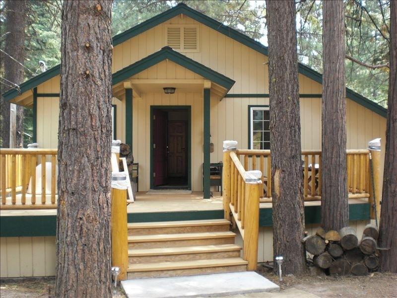 Front Door - Custom Home in Almanor Pines Weekly Rental - Lake Almanor - rentals