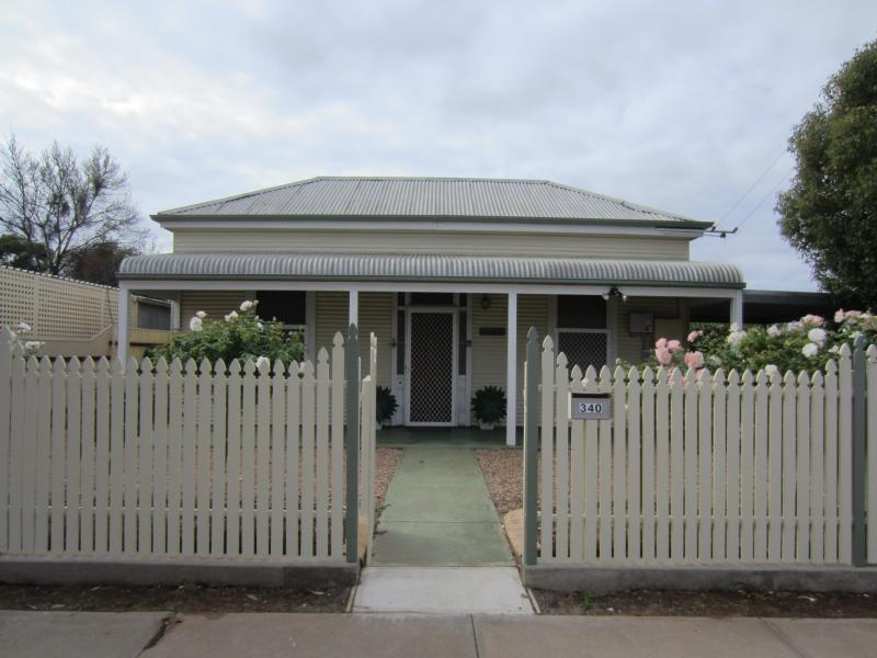 Front of Cottage - Maeville Cottage - Broken Hill - rentals