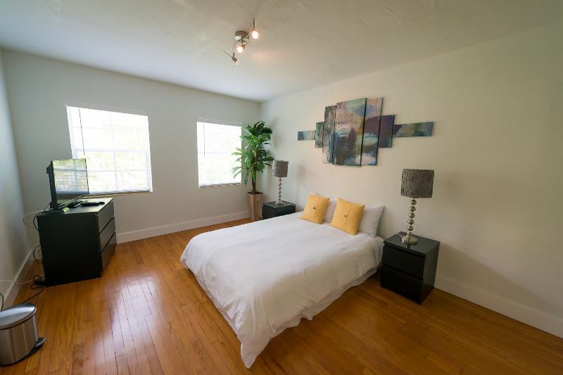 A. Brand new condo, 2 queen beds, sofa bed. Sobe - Image 1 - Miami Beach - rentals